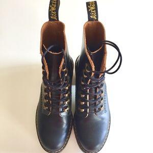 Doc Martens NEW Leona Boots (size 7 US)